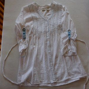 Vintage DCC Missy white blouse with blue accents